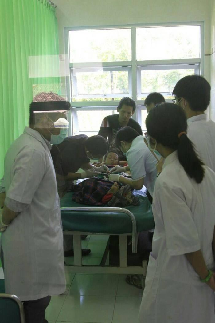 Khitanan massal oleh dokter alumni PMKK