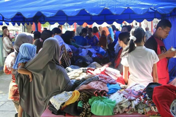 Kegiatan pasar murah di halaman Puskesmas Banyudono
